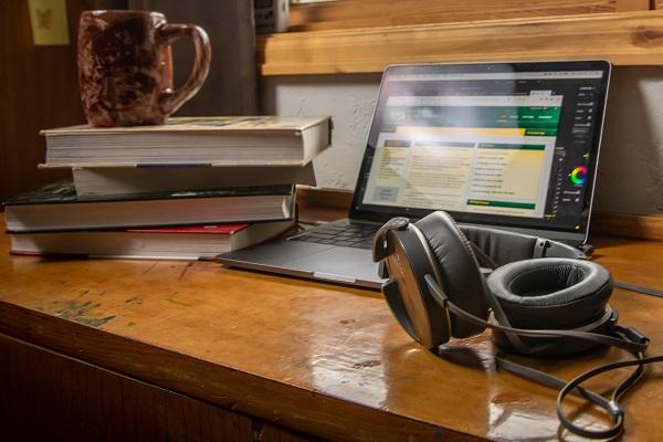 laptopwith headset