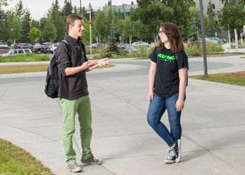 Studentswalking on campus