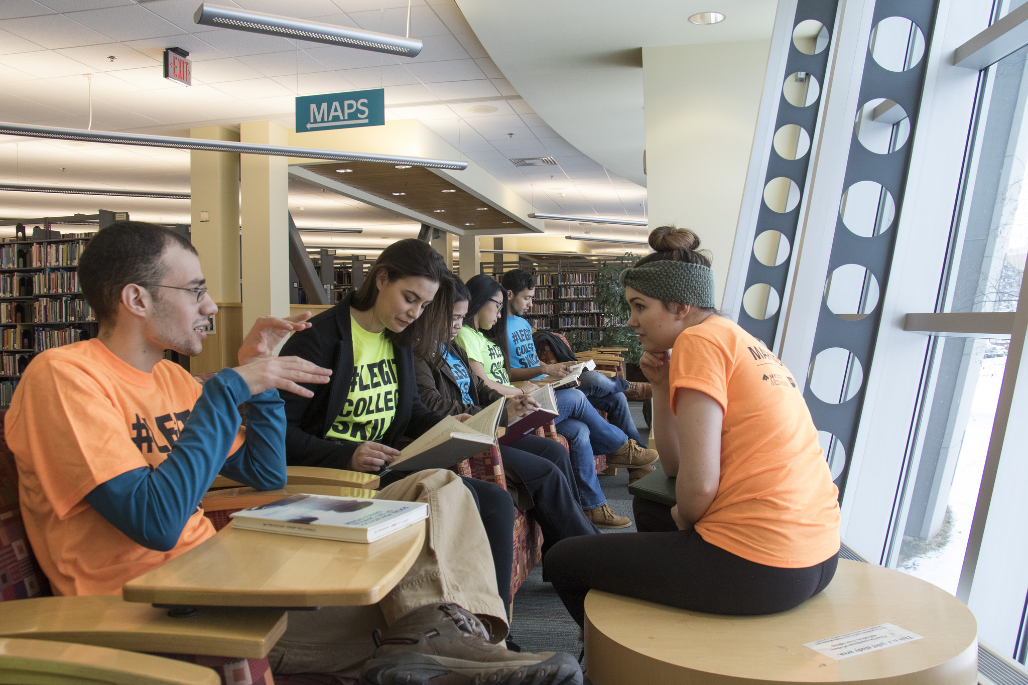 Student discussions in the Consortium Library