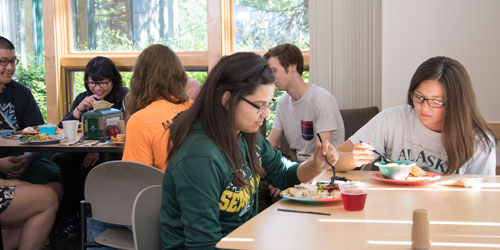 Students eating at the Creekside Eatery